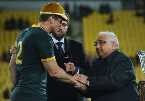 South Africa's captain Jean de Villiers (L) receives a cap for his 100th Test match, during their Rugby Championship Test against New Zealand, at Westpac Stadium in Wellington, on September 13, 2014.  By Marty Melville (AFP)