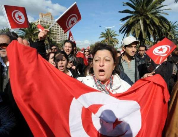 Tunisian people demonstrate on Habib Bourguiba Avenue in Tunis.  By Fethi Belaid (AFP)