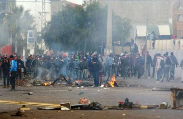 Tunisian protesters clash with security forces in Kasserine, on January 21, 2016.  By Mohamed Khalil (AFP)