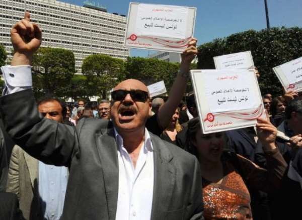 Tunisian journalists shout slogans during a sit-in outside the theatre municipal in Tunis.  By Fethi Belaid (AFP)