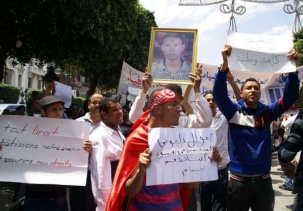 Unemployed Tunisians protest against unemployment and precariousness.  By Yosra ben Hassine (AFP)