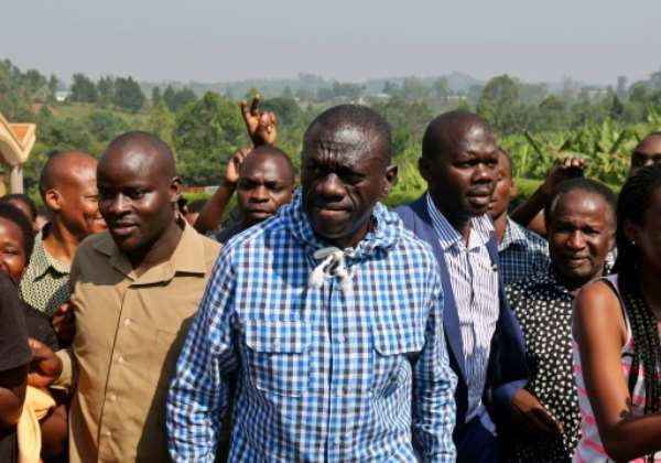Kizza Besigye arrives at a polling station to vote in his home town of Rukungiri, 400 km  west of Kampala on February 18, 2016.  By  (AFP)