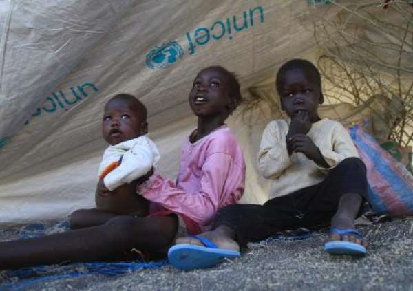 South Sudanese refugee children are seen at a camp run by the Sudanese Red Crescent on January 27, 2014 in the western part of Sudan's White Nile state, about 30 kilometres from South Sudan.  By Ashraf Shazly (AFP)