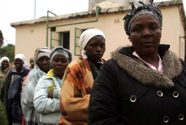 Voters in Epworth township queue to vote at a polling station during presidential elections in Zimbabwe on July 31, 2013.  By Jekesai Njikizana (AFP/File)