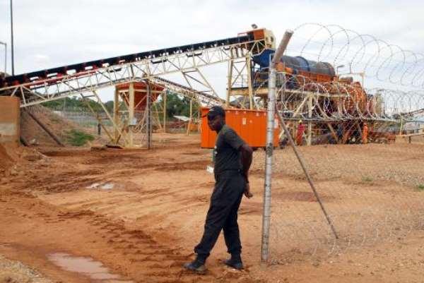 A private security employee guards on December 14, 2011, a diamond processing plant in the diamond-rich eastern Marange region, Zimbabwe.  By Jekesai Njikizana (AFP/File)