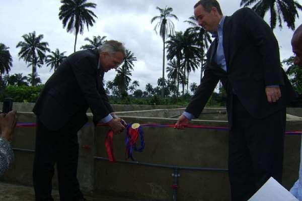 US Ambassador to Nigeria Commissions Fish Project at CRARN Centre
