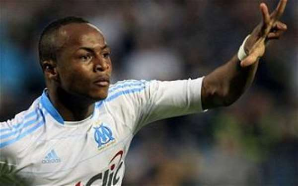 Andre Ayew fights team-mate at training