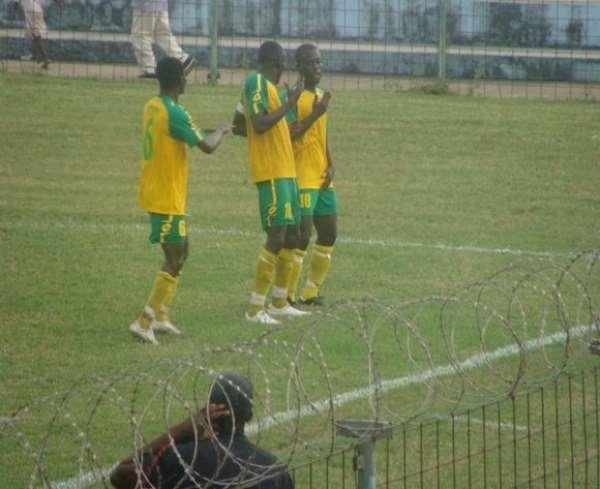 Ebusua Dwarfs hold a 1-0 lead from first leg