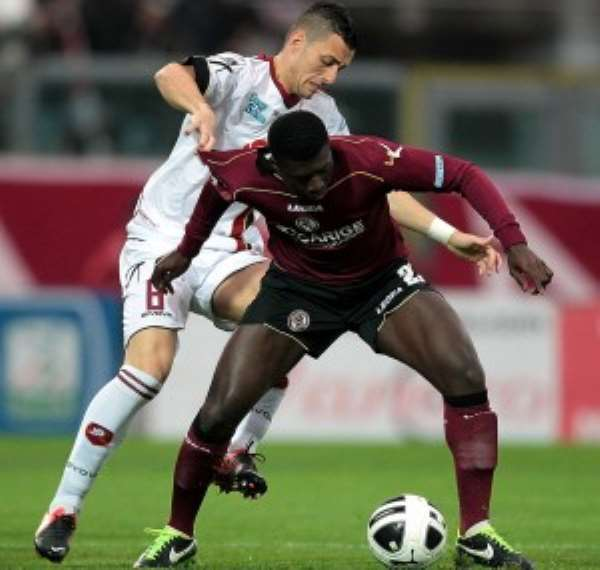 Alfred Duncan in action for Livorno.