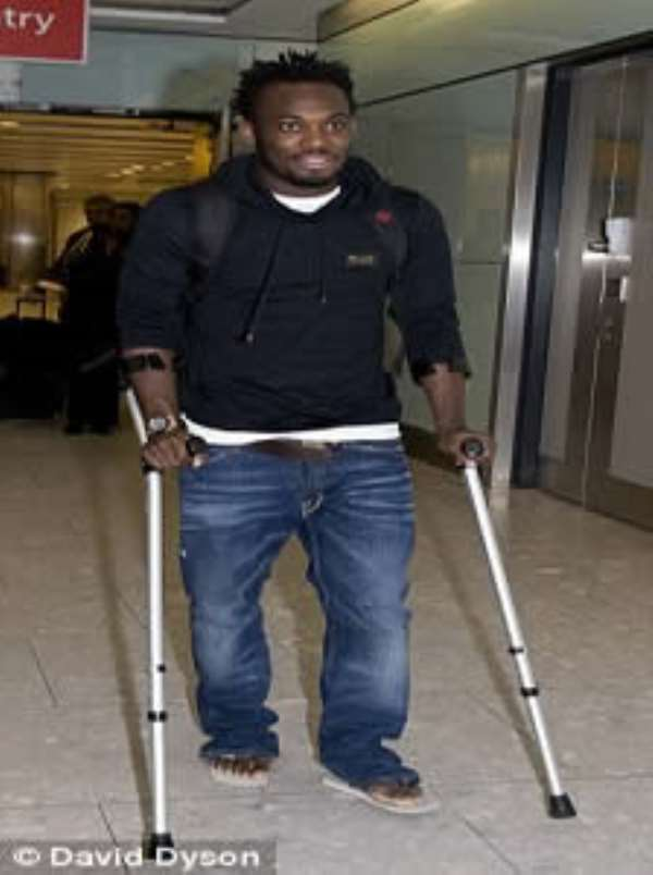 Chelsea's Michael Essien out for six weeks with injury