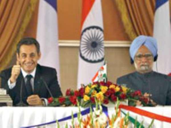 Nicolas Sarkozy and Indian Prime Minister Manmohan Singh in New Delhi