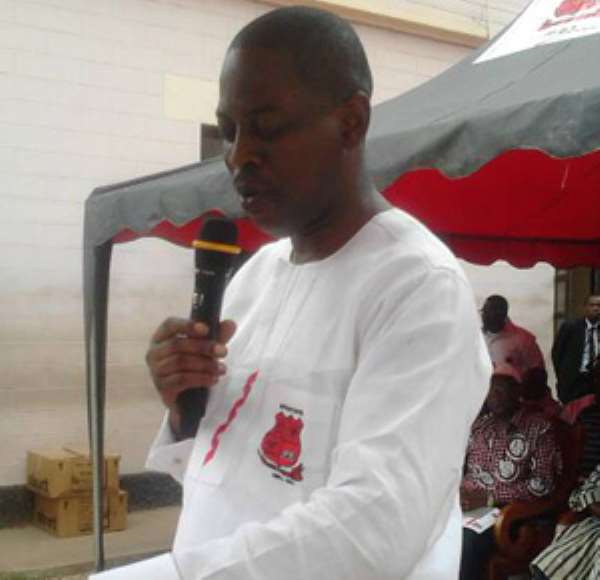 Rev. Daniel Ogbarmey Tetteh addressing the students