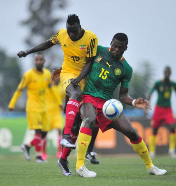 Tafesse Shewamene of Ethiopia tackled by Frank Thierry Boya of Cameroon during the 2016 CHAN Rwanda, match between Cameroon and Ethiopia at the Huye Stadium in Butare, Rwanda on 21 January 2016 ©Muzi Ntombela/BackpagePix