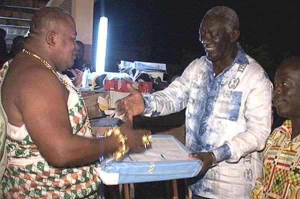 Ghanaian Donates Medical Equipment