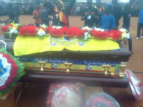 Kwaku Adusei 'Kanawu' was laid to rest in a casket decorated in Hearts of Oak colour. Photograph: <strong>Accra Hearts, Facebook.</strong>