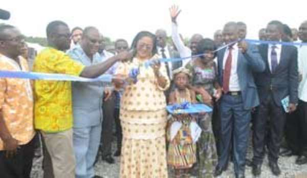 Lordina Mahama being assisted by Archbishop Duncan Williams to cut tape to commission the school