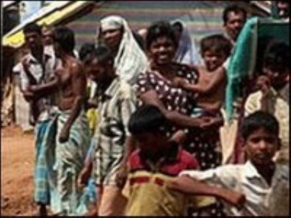 Sri Lanka displaced 'can leave camps'