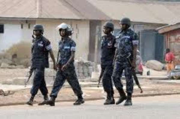 Police crash with Apremdo artisans over demolition exercise