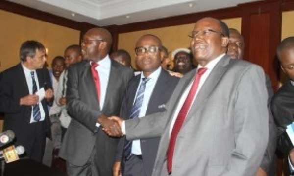 The two parties in the Kenya dispute shaking hands after Nyantakyi peace deal