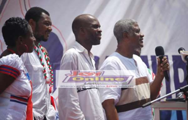 Alhaji Ramadan (with mic) and some of the 'ousted' leaders giving a solidarity message at NPP's congress in Kumasi
