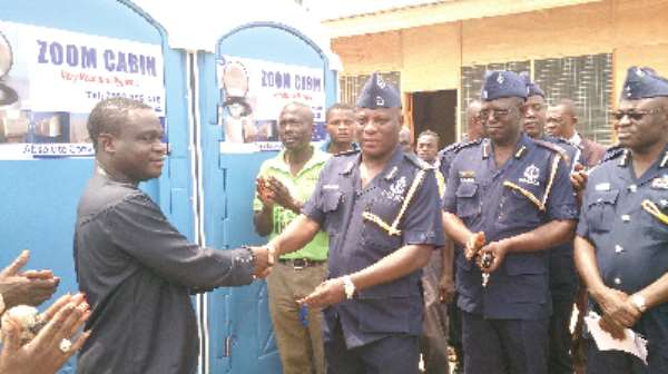 Zoomlion supports police with mobile washrooms