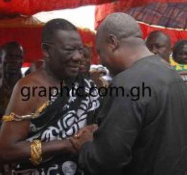 Mamponhene, Daasebre Osei Bonsu II, welcoming President John Mamama to the durbar.