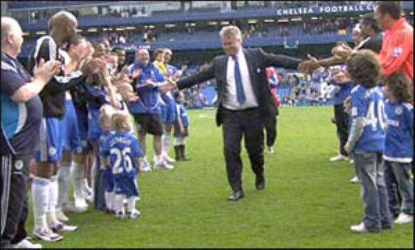 Hiddink Considers Chelsea U-Turn