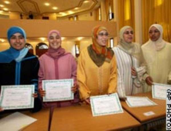 Barrier broken: Women become Muslim preachers(In Morocco, 50 women graduate as 'guides' to promote)