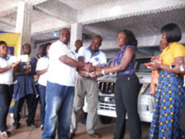 Dr. Harrison, President & CEO of Benand Gonow Ghana Ltd., presenting the car keys to Alberta Akorsah