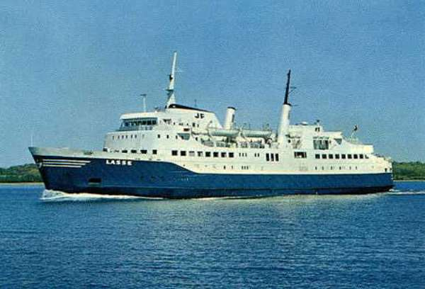 The Ghana Ministry Transport have ordered 3 new special 'unsinkable' ferry's for the Volta lake.