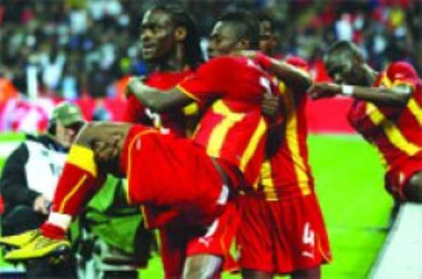 Baby Jet Asamoah Gyan  is the toast of his teammates after his excellent equaliser. Photo: courtesy gettyimages