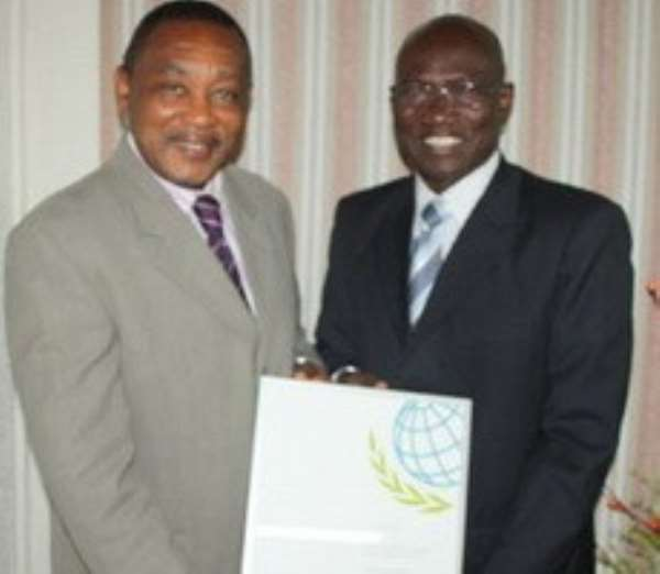Dr Frank Odoom (right), Director General of SSNIT receiving the award