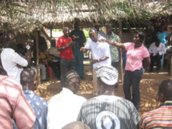 Kofi Buah addressing cocoa farmers
