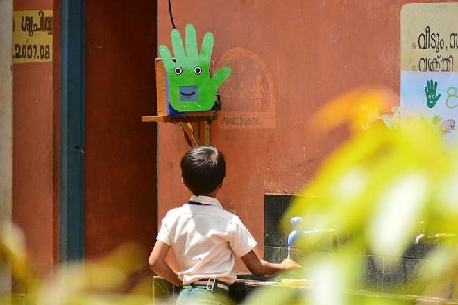 1014201934329-1j041p5cbw-handwashing-robot-7