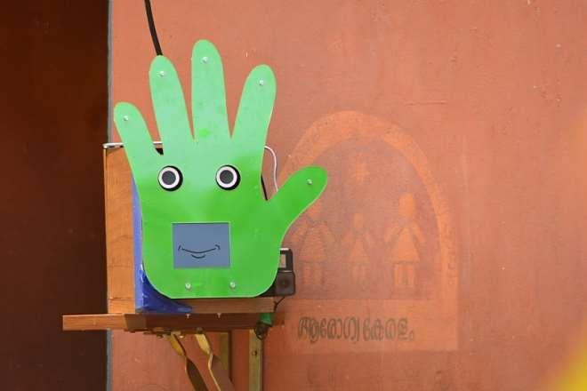 1014201934329-rvmypdc553-handwashing-robot-6