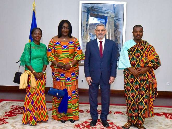 Ambassador Mrs Gloria Poku, President Jorge Carlos Fonseca of Cape Verde at the Presidential Palace in Praia and other Ghanaian officials