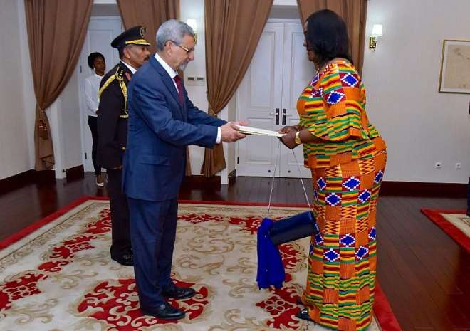 Ambassador Mrs Gloria Poku presenting her Letters of Credence to President Jorge Carlos Fonseca of Cape Verde at the Presidential Palace in Praia