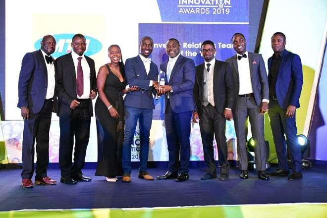 1025201921216-k5fri7t2h0-jeremiah-opoku-manager-investor-relations-receiving-the-award-for-investor-relations-team-of-the-year-on-behalf-of-mtn