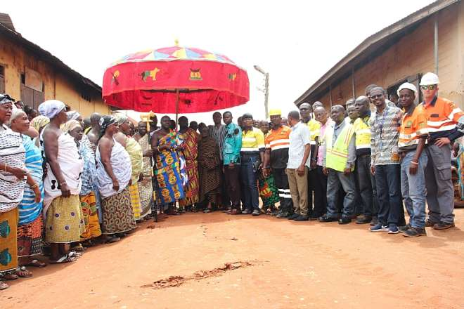 1030201950719-n6jum8x432-partnering-with-communities-and-local-government-to-improve-community-town-roads--in-newmont-goldcorp-ghanas-ahafo-mine-south-host-communities
