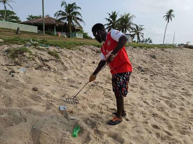 122021124914-rvmypdb553-beach-cleaning-2.jpeg