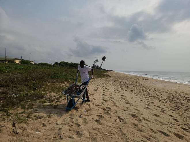 122021124914-sxoaredq5l-beach-cleaning-3.jpeg