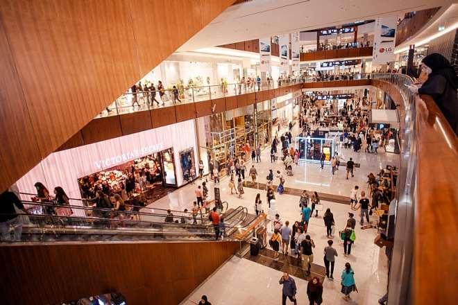 1221201913018-1j041p5cbw-dubai-mall -crowd-shots-