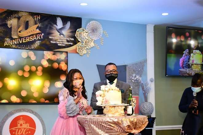 Pastor And First Lady Cutting The 10th Anniversary Cake