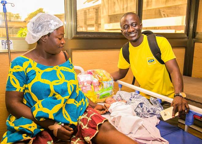 MTN Staff Volunteer Presenting A Hamper To A Mum At The Hospital 022