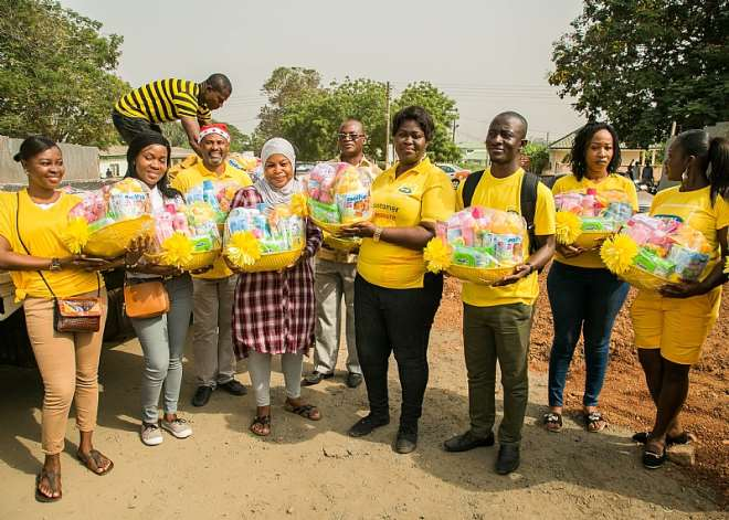 MTN Staff Volunteers Ready To Distribute Hampers To Christmas Babies