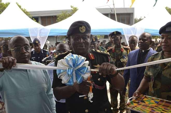 318201953309 i4ep276gfb lt gen ob akwa assisted by hon simon oseimensah cuts the ribbon