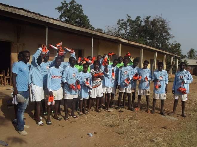 320201921357_g40n1r5edx_kids_with_some_of_their_donated_football_boots.jpeg