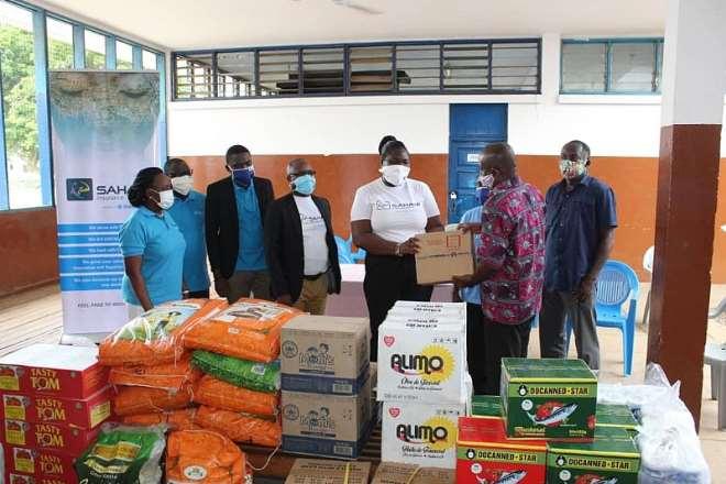 617202052058-n6iul8x332-saham-team-donating-food-items-at-dzorwulu-special-school