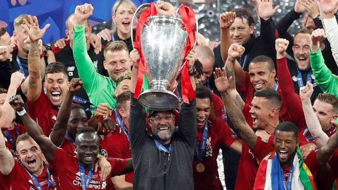 Jürgen Klopp after the finals in Madrid with a trophy with his team in Champions League luck