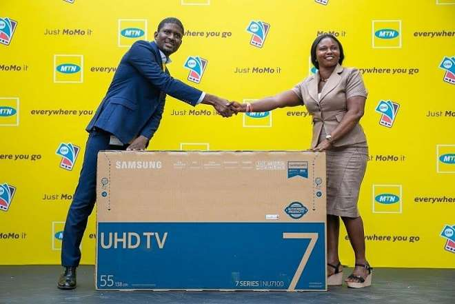 711201954606 osjvn0y442 a lady wins a smart tv in the mtn momo10 promo